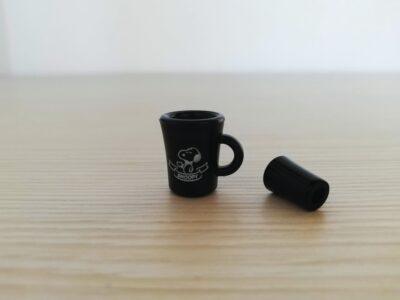 スヌーピーカップと中のコーヒーパーツ